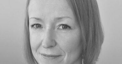 Över en fika med Helena Grundström
