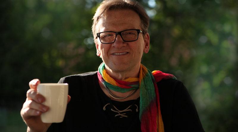 Över en regnbågsfika med Per Lindskog